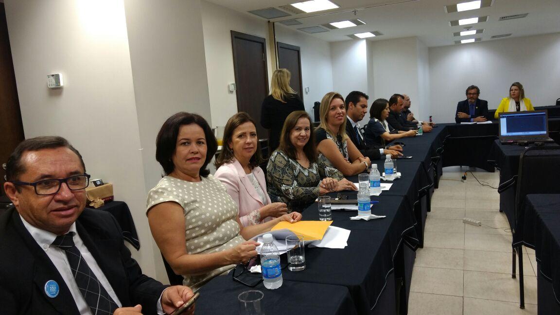Secretária de Educação de Apucarana participa de encontro nacional da Undime