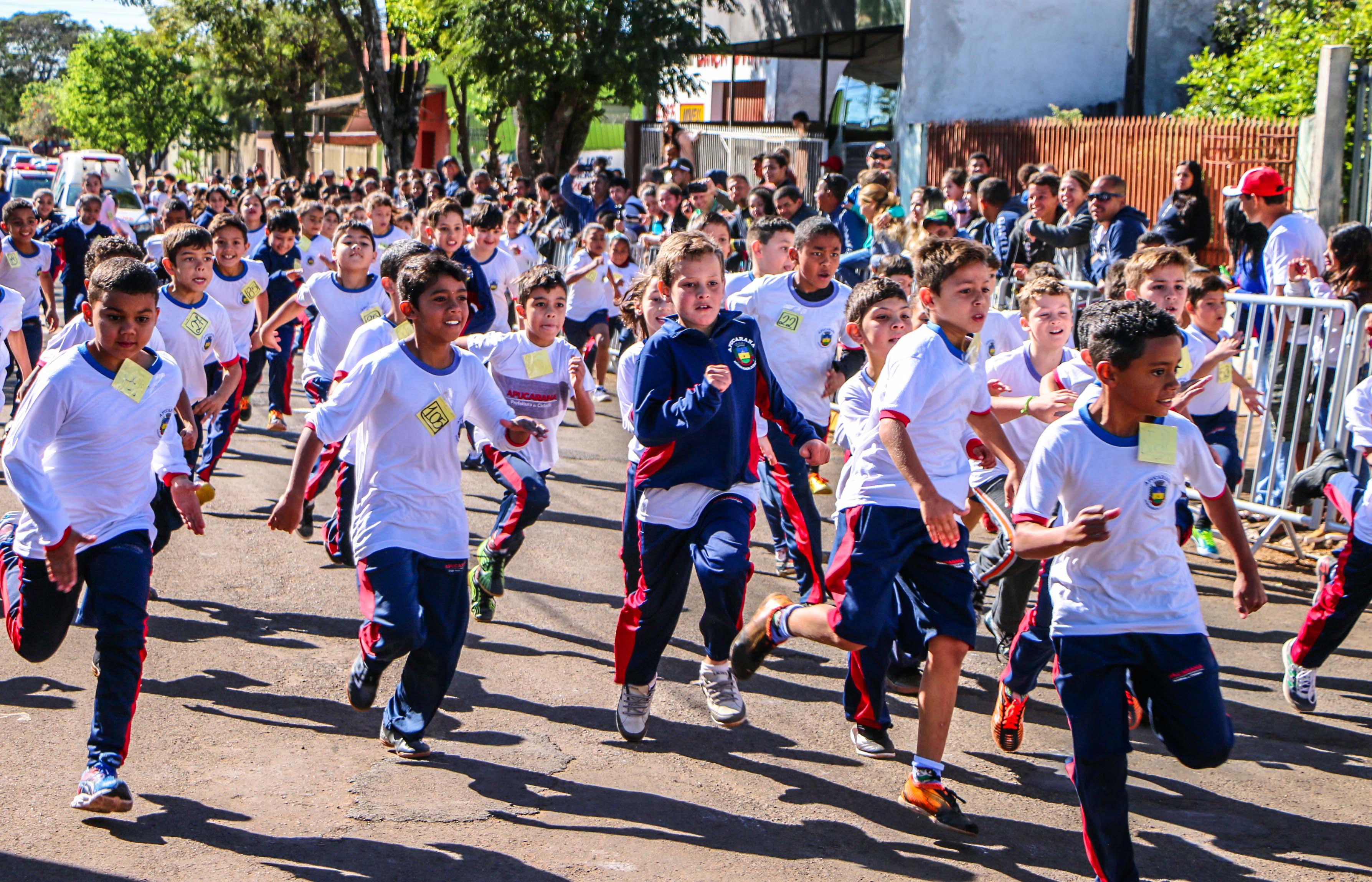 Corrida de rua reúne 400 crianças das escolas municipais  no Jardim Ponta Grossa