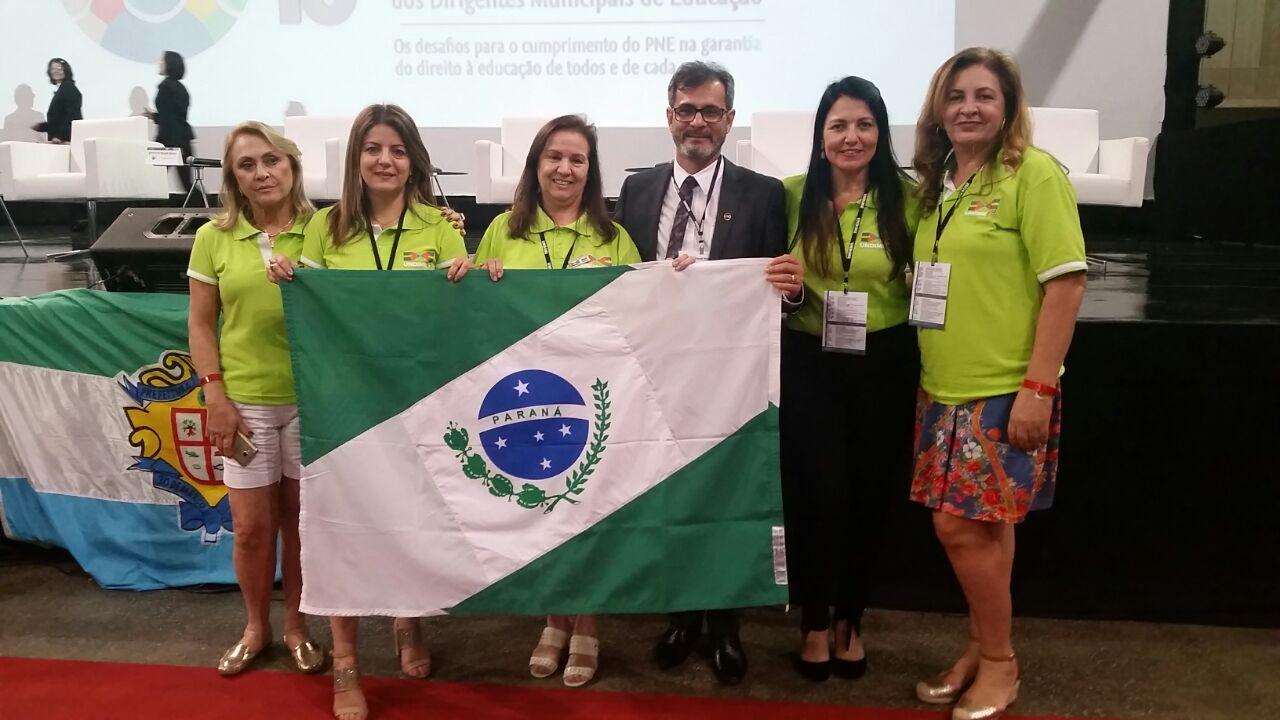 Presidente da Undime-Paraná é homenageada em fórum nacional