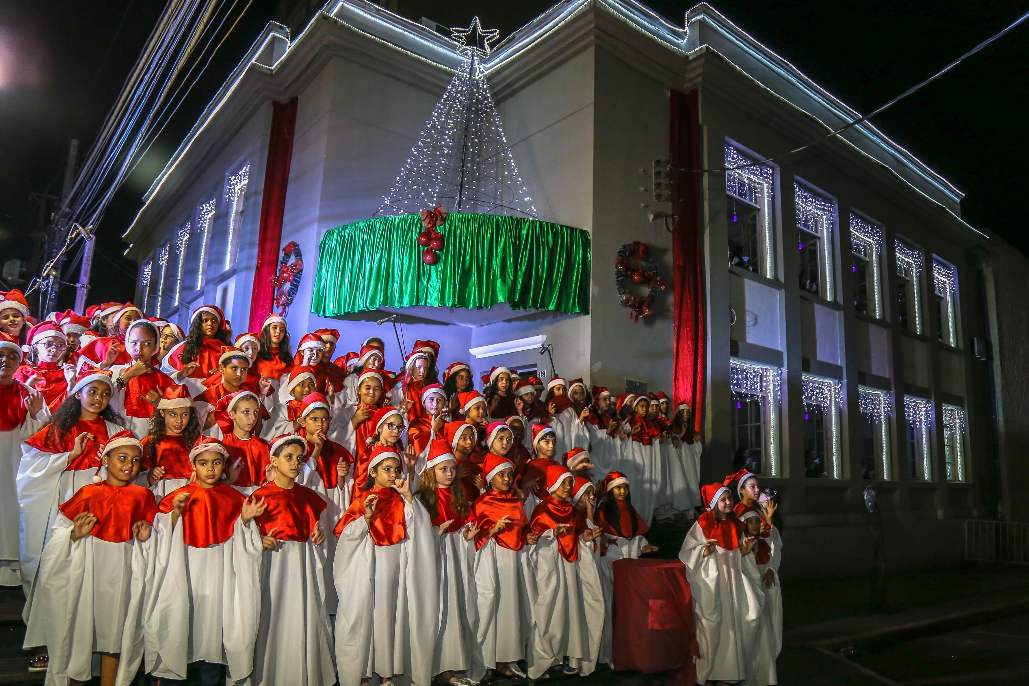 Cantata de Natal das escolas municipais leva emoção à Praça Rui Barbosa