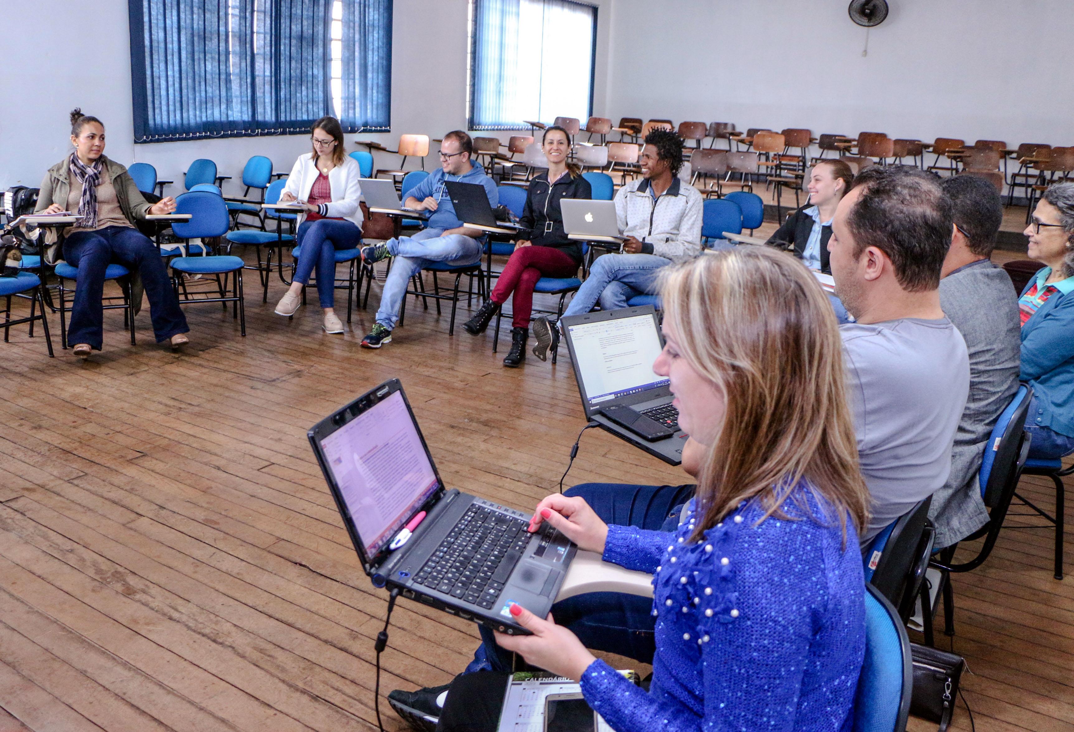 Polo UAB realiza encontro presencial com acadêmicos da Fiocruz