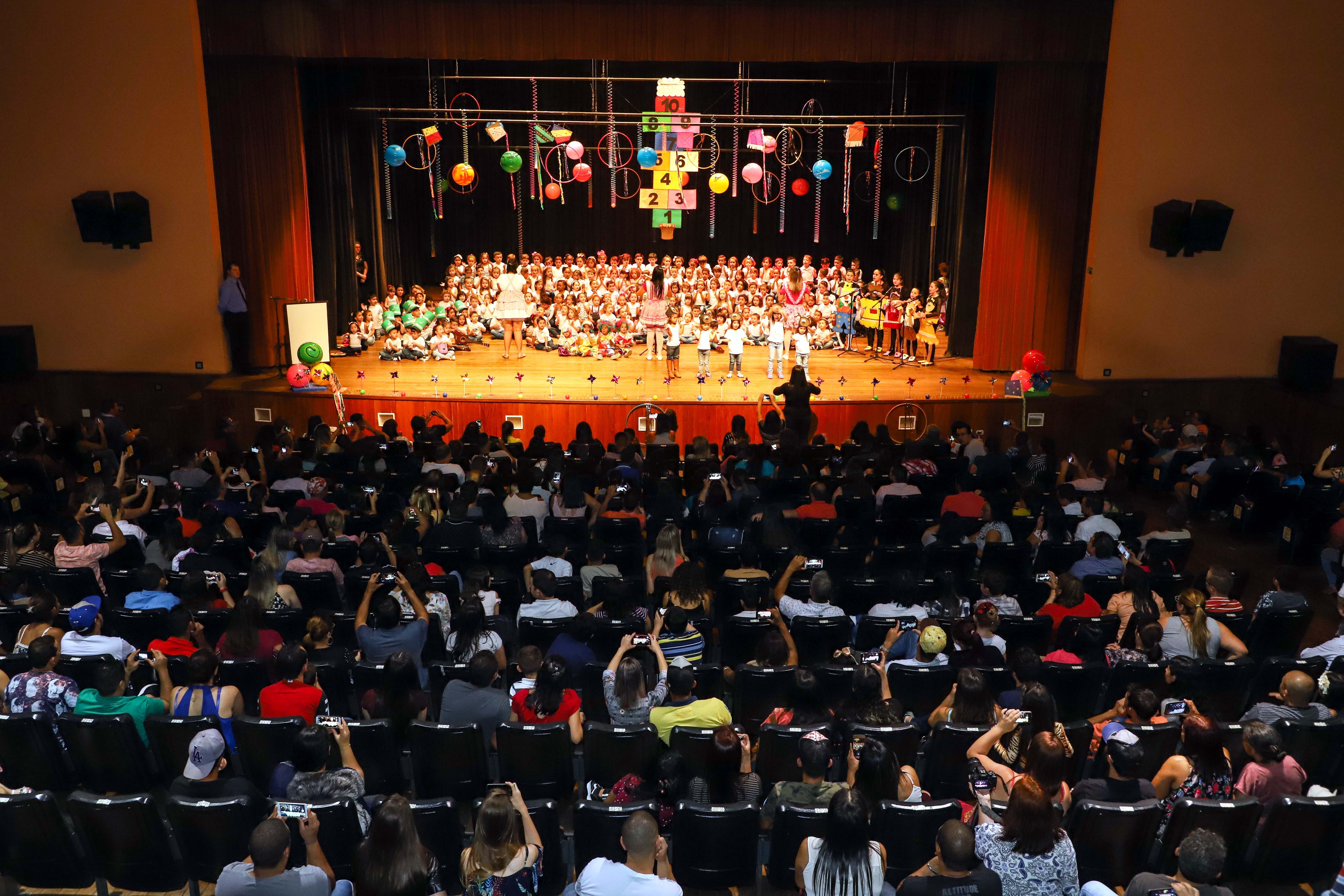 CMEIs de Apucarana fazem apresentação musical