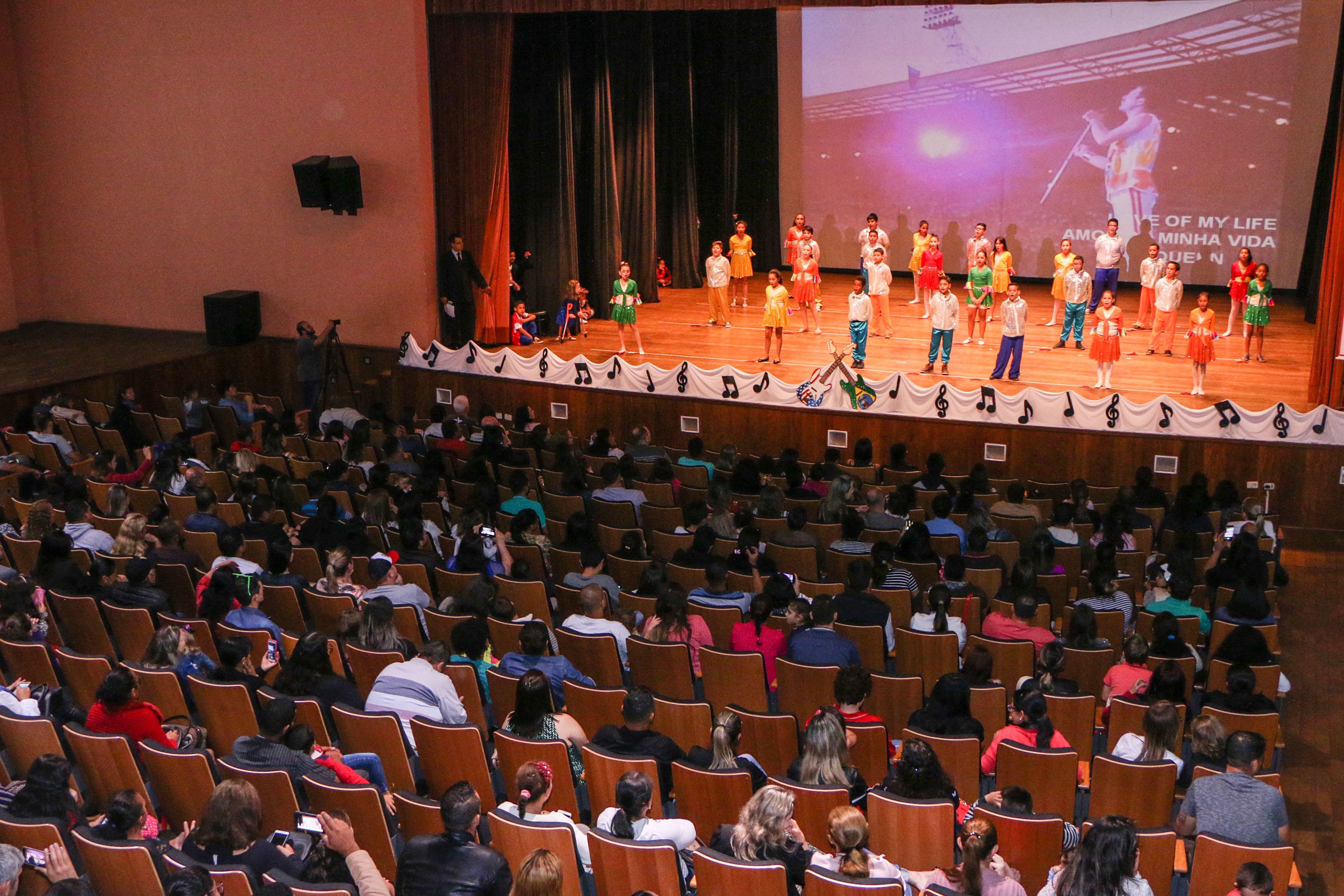 Festival de Inglês revela talentos na rede municipal de ensino
