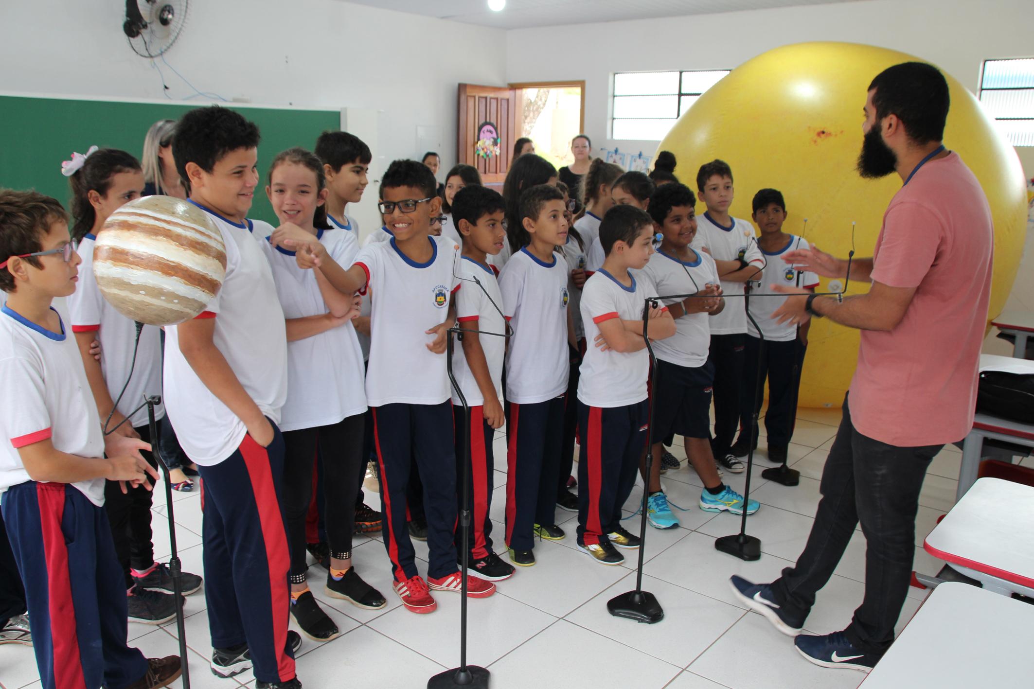 Exposição de ciências percorre as escolas municipais de Apucarana