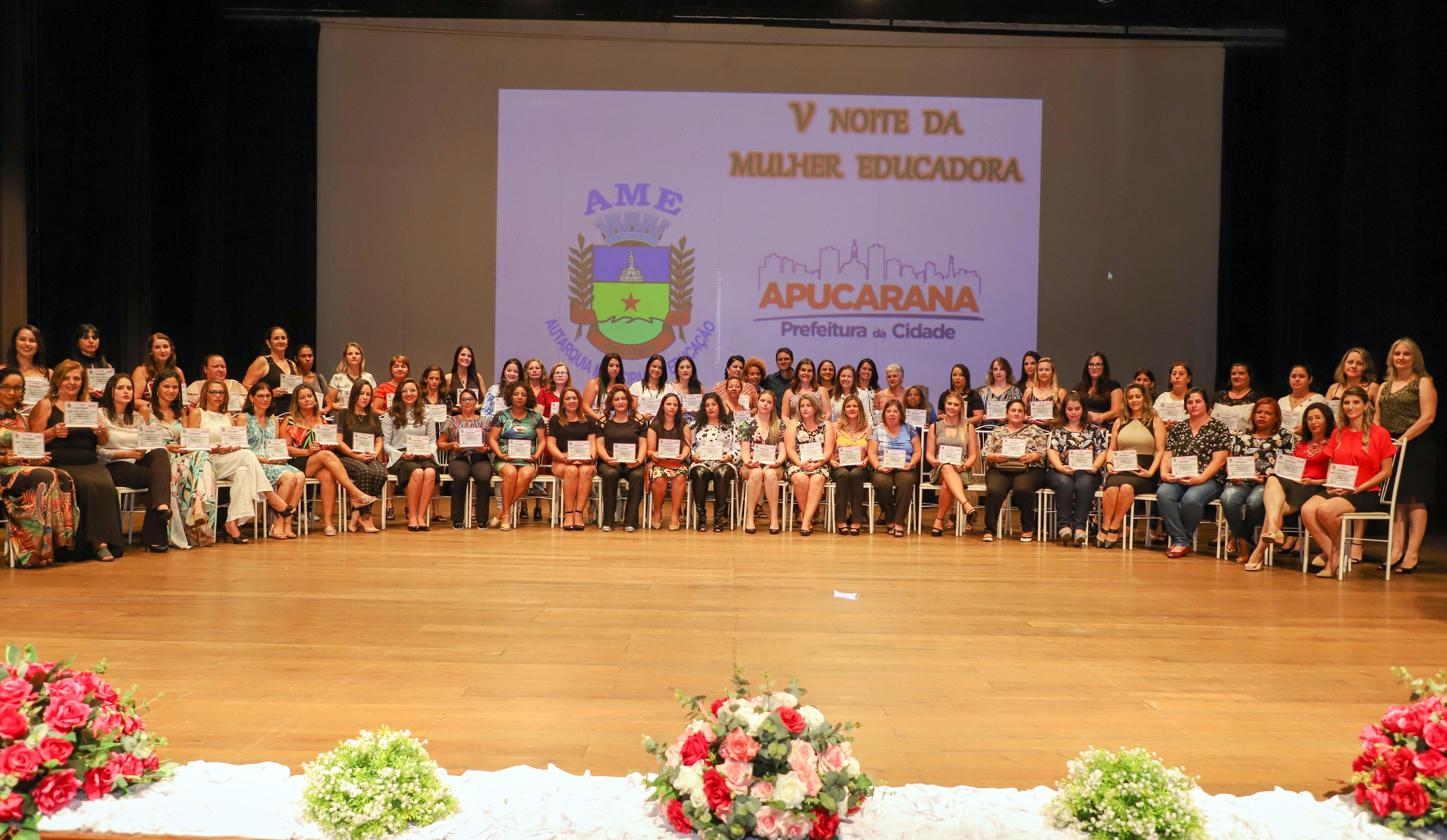 AME presta homenagem às mulheres educadoras