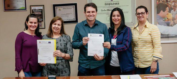 Apucarana investe R$ 1,1 milhão na construção de quadras esportivas e muros para escolas