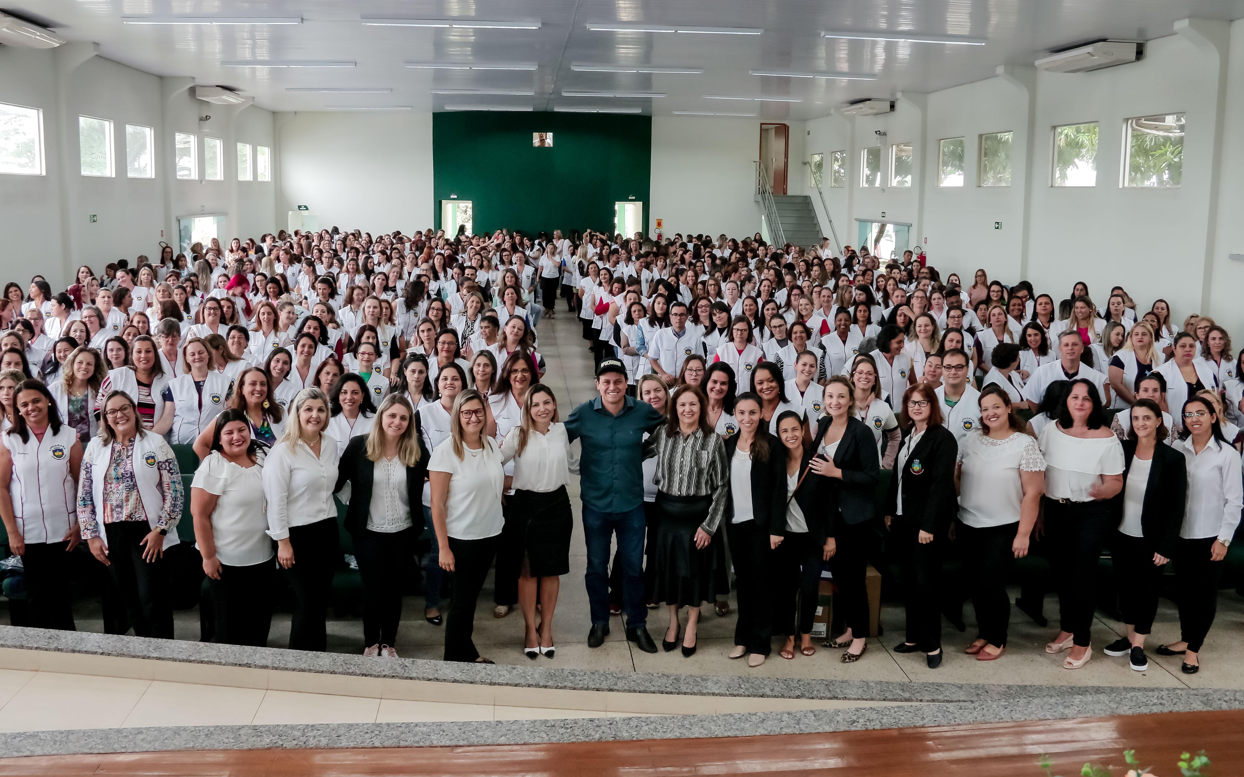 Apucarana promove formação continuada para professores  e servidores da rede municipal de ensino
