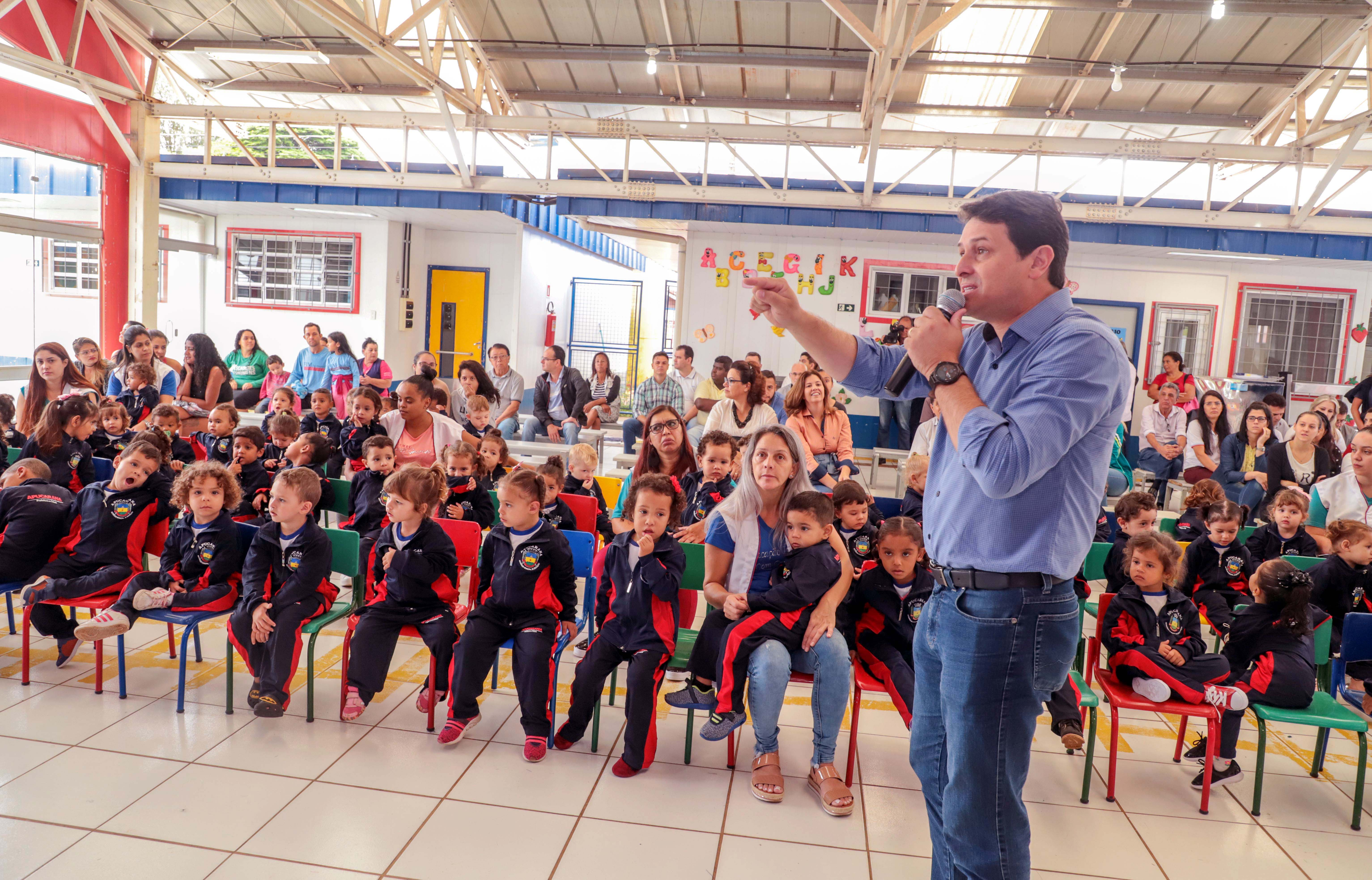Doze mil alunos iniciam o ano letivo na rede municipal de Apucarana