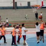 Alunos das escolas municipais participam de festival de basquetebol